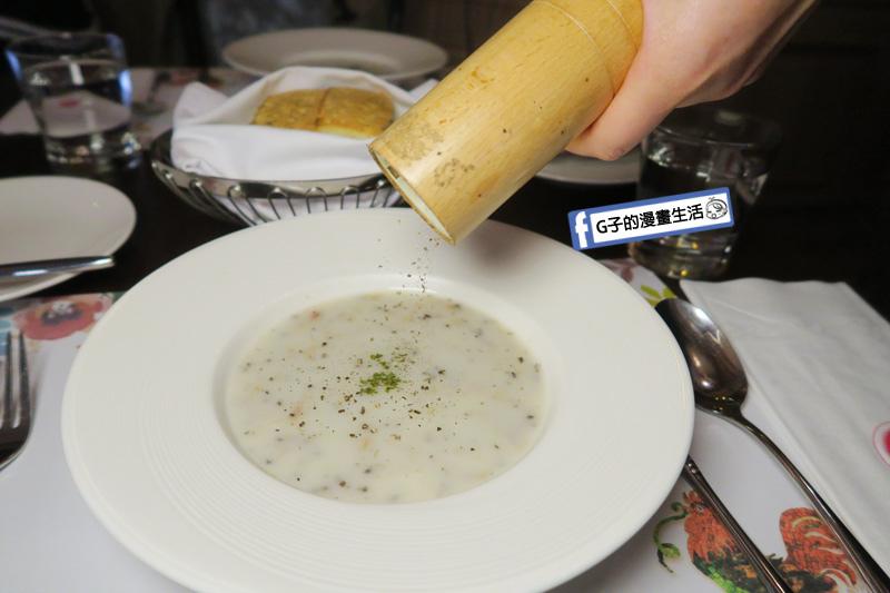 新莊慕拉諾義式餐廳 松露野菇鮪魚濃湯 現磨胡椒