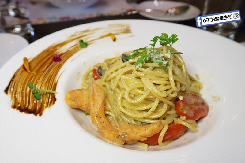 新莊慕拉諾義式餐廳 擺盤很美 義大利麵-托斯卡尼風.白松露蘑菇.燻鮭魚