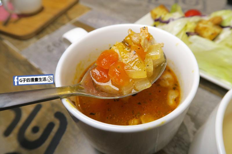 永和樂華夜市咖啡廳Magic Mars Coffee.番茄蔬菜湯
