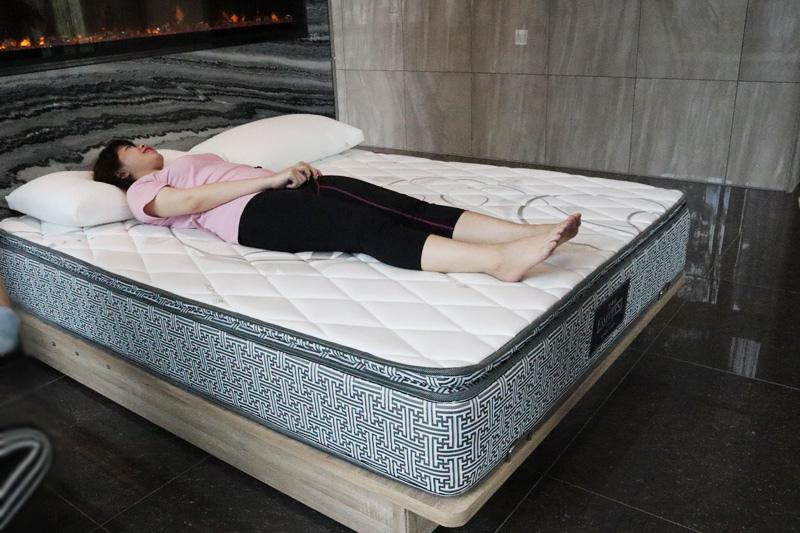 織綿家族.床墊試躺.台北床包推薦.紅樹林馥人灣.天母寢具.夏日宅度假