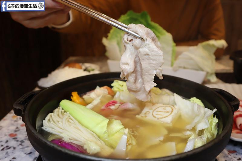 【信義區火鍋】小川鍋物-信義新天地A4,雙魚鍋.肉肉雙拼.小農食材