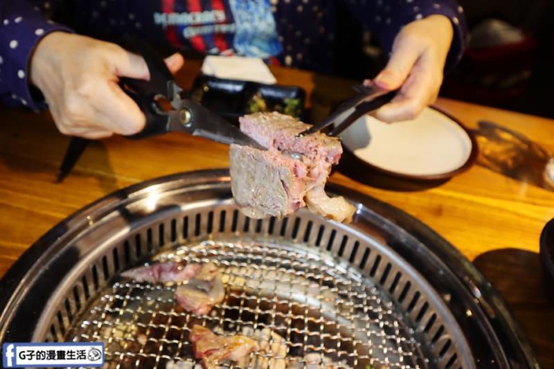 新北三重菜寮-米炭火燒肉小酒館,單點式燒烤.DIY自己烤.沙朗牛排