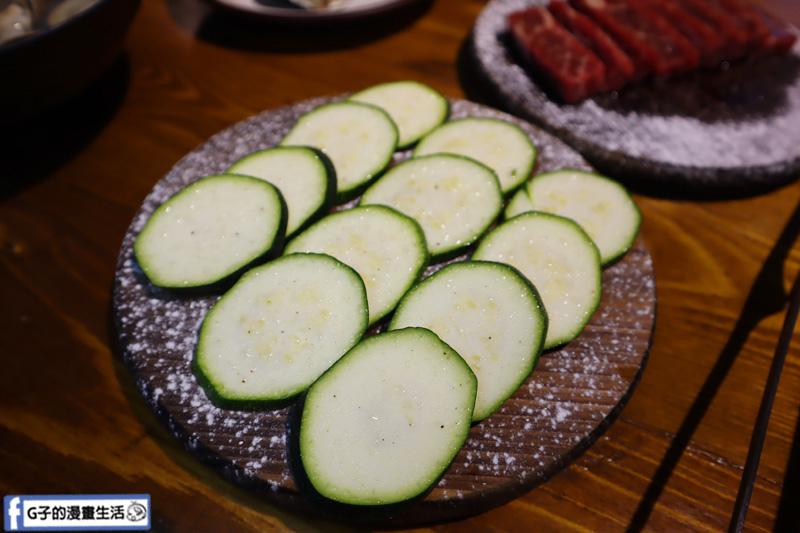 新北三重菜寮-米炭火燒肉小酒館,單點式燒烤.DIY自己烤.櫛瓜