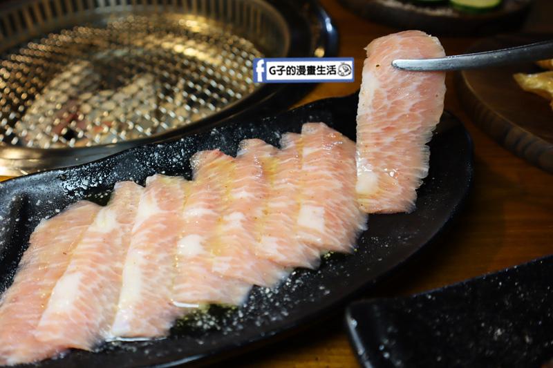 新北三重菜寮-米炭火燒肉小酒館,單點式燒烤.DIY自己烤.松阪豬