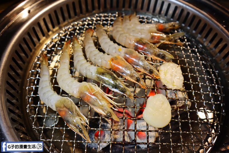 新北三重菜寮-米炭火燒肉小酒館,單點式燒烤.DIY自己烤.白蝦剝好殼