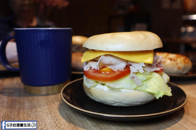【松菸早午餐/市政府】飽貝 bo'bagel - 貝果Cafe.傳統猶太貝果.冷貝果三明治系列:  燻火雞總匯