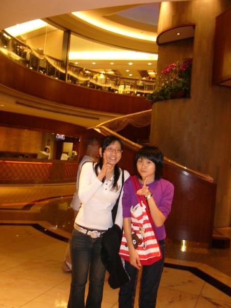 和表妹在兄弟飯店的合影