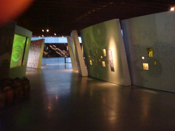 接下來到了二樓~展示的是陶瓷在新科技上的應用