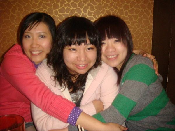 在我和維婷中間的是維婷的妹妹