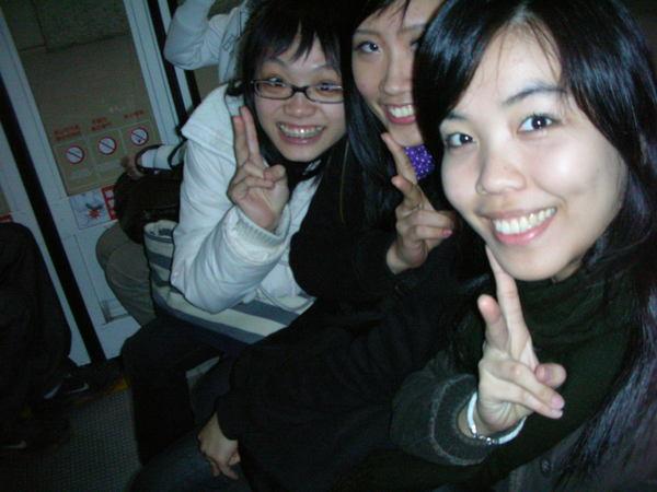 瞧瞧我們三人多興奮阿