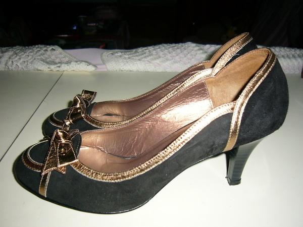是姑姑送我的阿瘦高跟鞋