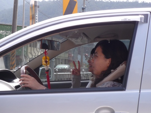 其實這趟旅程總共有三位司機   大中  佳媛  小東西