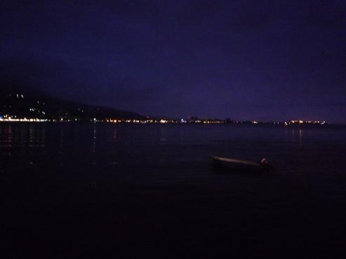 淡水的夜景也不賴   這張照片讓我想到~銀色小船搖搖晃晃彎彎(雖然船不是銀色的)