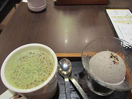 玄米黑豆抹茶搭配日式芝麻冰淇淋