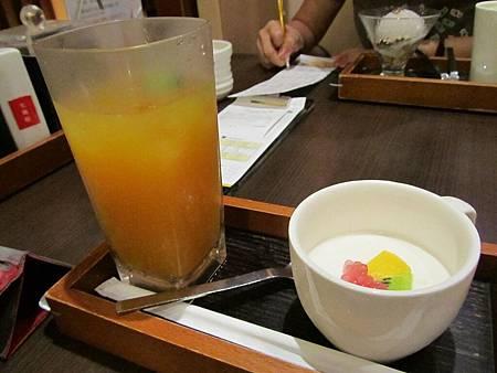 水果茶搭配果漾鮮奶酪