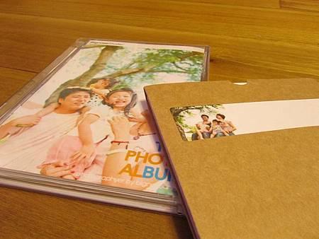 裡面有光碟一份,相片書一本