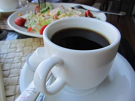 我們選咖啡,還有紅茶、奶茶和果汁可選