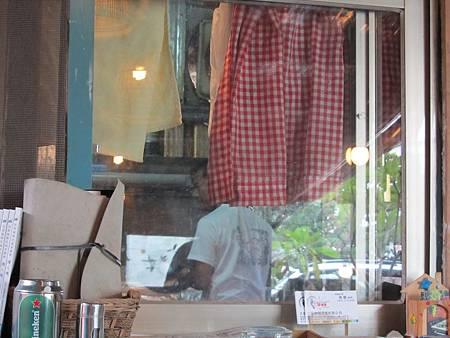 坐戶外可以看到廚師的動作