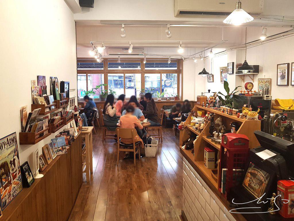 Woody cafe (17).jpg