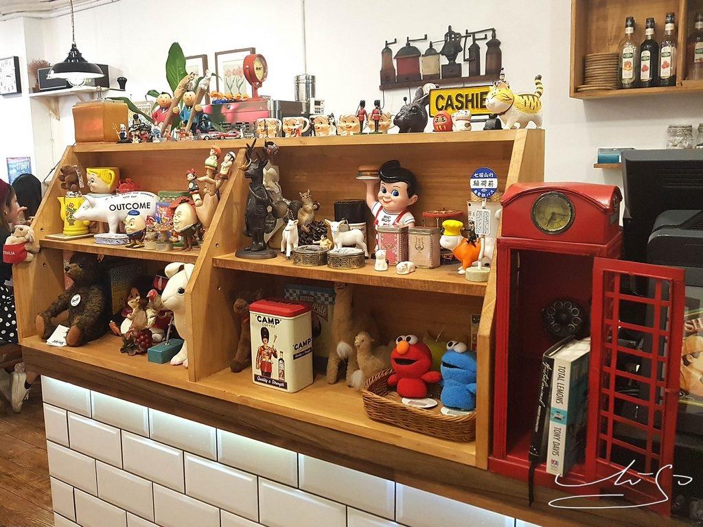 Woody cafe (18).jpg