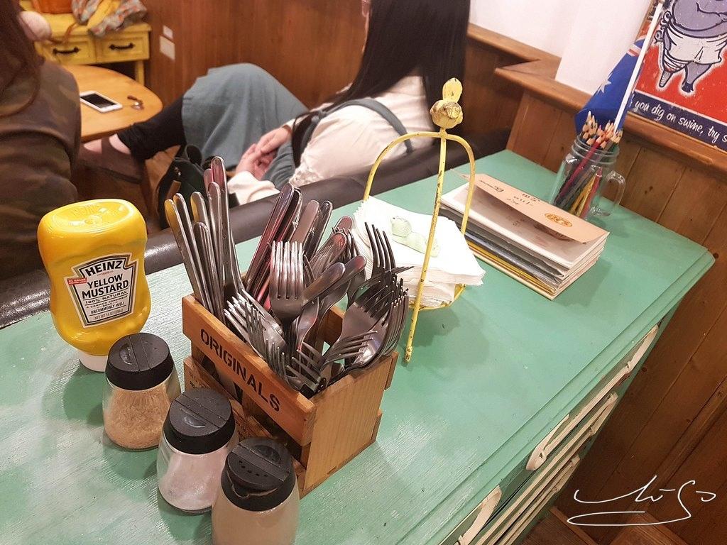 Woody cafe (24).jpg