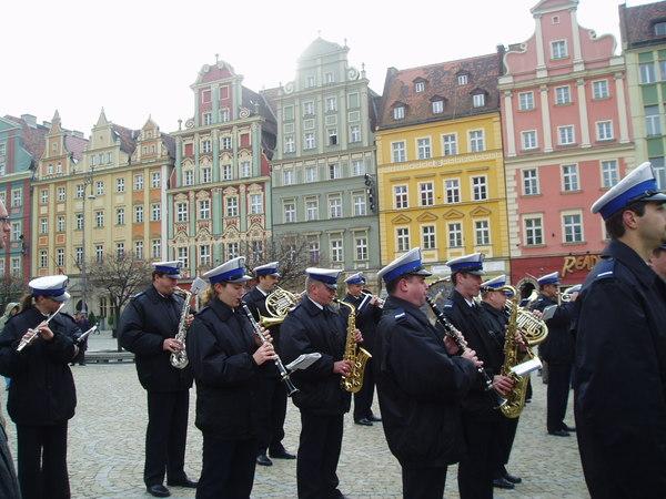 警察們演奏