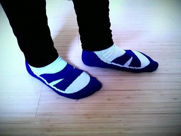 藍白襪子.jpg