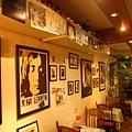 電影與音樂海報展示牆面