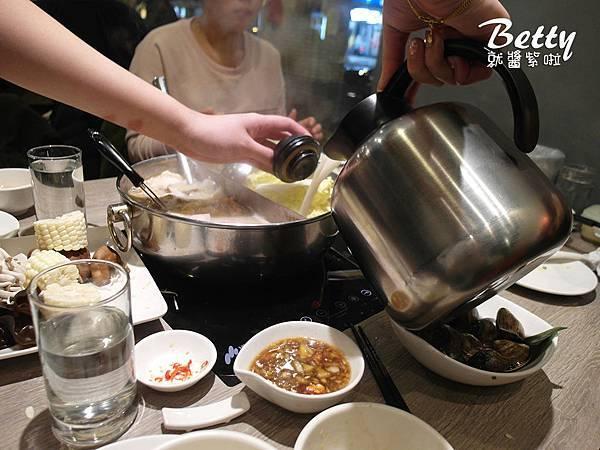 20190129粵式豬肚雞煲鍋 (60).jpg