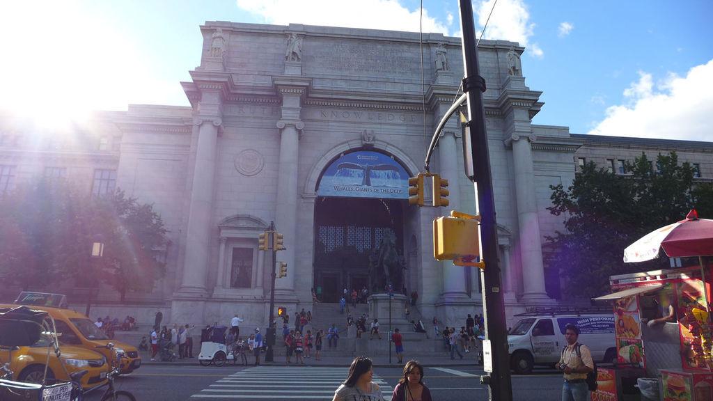 紐約自然歷史博物館門口