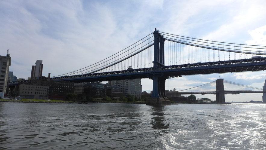 兩座大橋比鄰而居