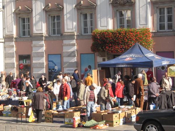市中心廣場上的跳蚤市場