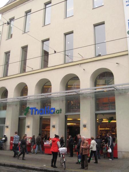 市內最大的書店,人很多