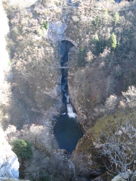 地下伏流的瀑布