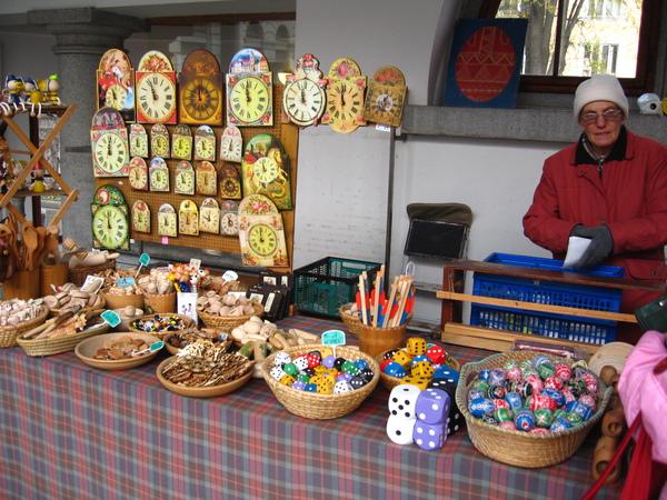 賣木製手工藝品的攤販