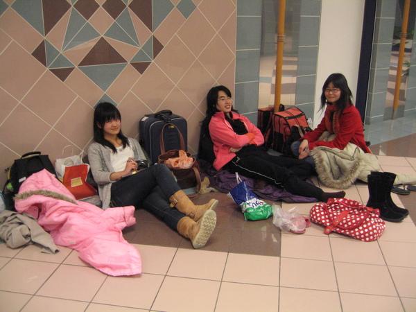 出發前必須在貧乏的維也納機場過夜