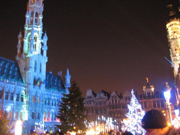 夜晚的市政廳