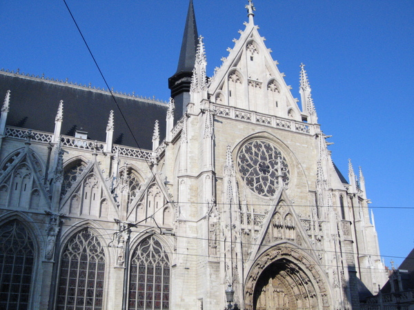 莎布隆廣場旁的教堂