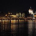 IMG_5890 布達佩斯夜景,建築是國會.JPG
