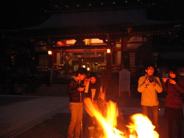 IMG_0120 取暖的火堆.JPG