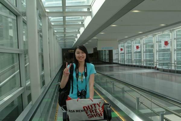 終於走出機場了....