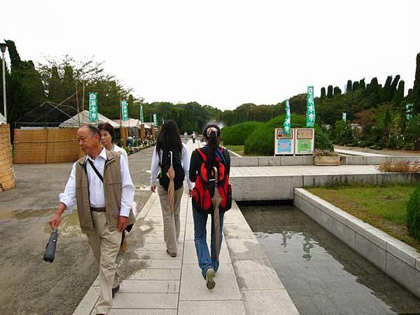 穿過這公園就到大阪城了