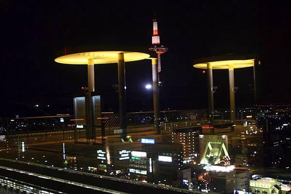 京都車站頂樓望出去的夜景