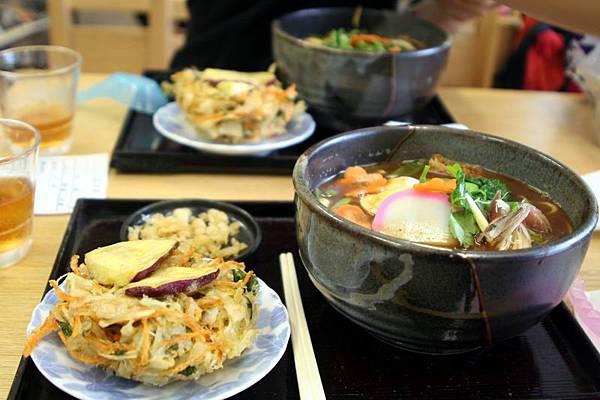 最便宜的一餐--味噌拉麵+炸蔬菜=400日圓