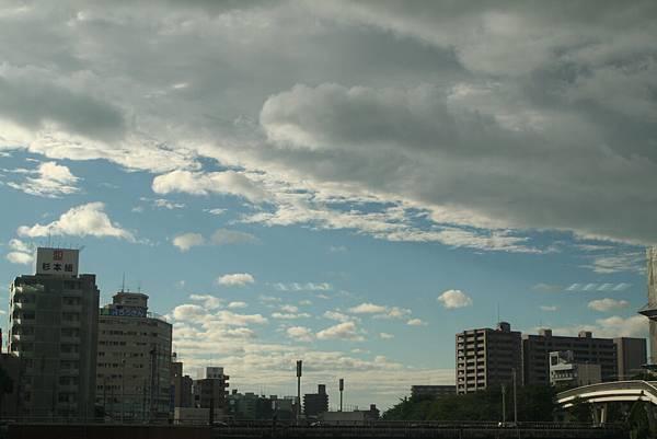 往機場的路上,天氣放晴了....ORZ!!