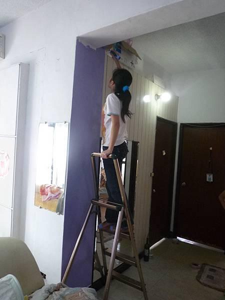 蓉蓉嘗試爬梯子