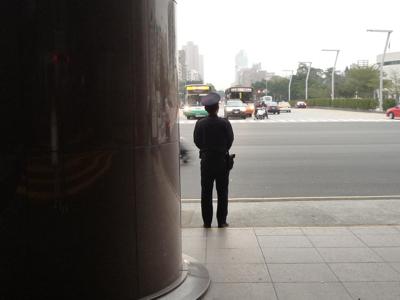 JD拍行單影隻的警察