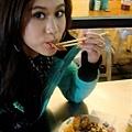 便宜又好吃!通化街夜市的素臘腸飯!