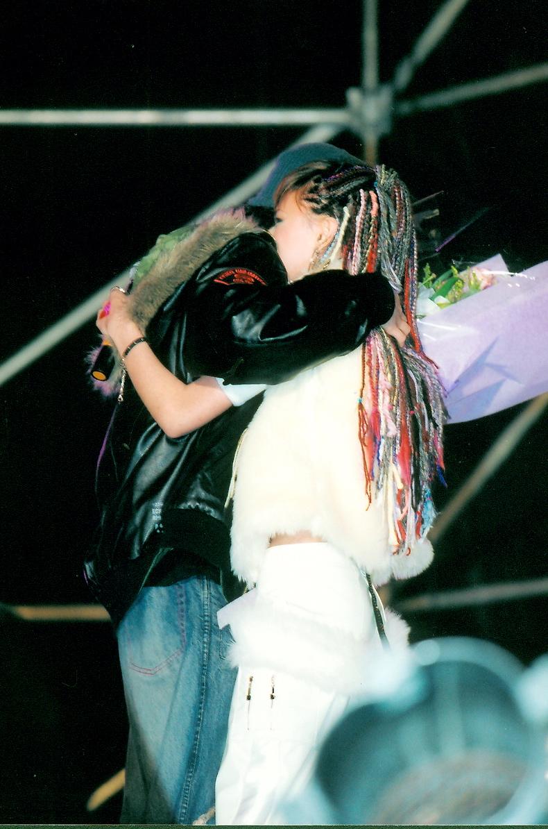 2004 年板橋Who's Renee 演唱會,哥哥飛回來驚喜