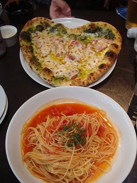 Cafe Cotton Club 的愛心 pizza!